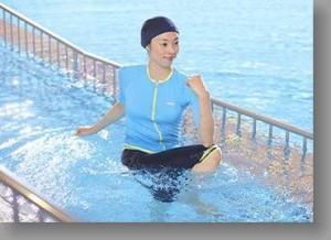 97d2334ba38e84da1e4ad3ac0a089af5 300x218 水中ウォーキングで腰痛が改善?歩き方と効果を徹底検証!