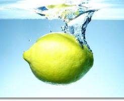 水に落としたレモン